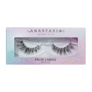 🆕 NIB 😘 Norvina false lashes ELEGANZA